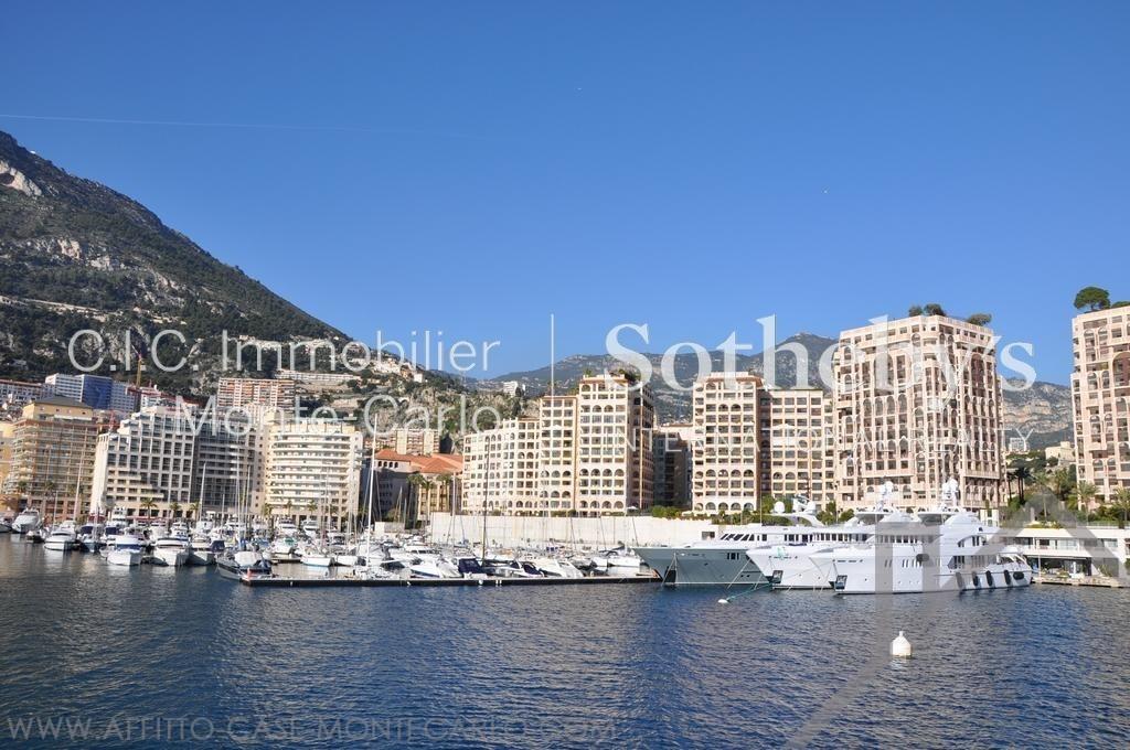 Bello quadrilocale splendide viste sul mare porto for Porto montecarlo
